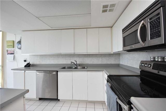 Condo Apartment at 350 Webb Dr, Unit 1206, Mississauga, Ontario. Image 4