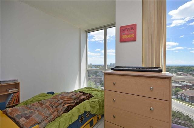 Condo Apartment at 350 Webb Dr, Unit 1206, Mississauga, Ontario. Image 7