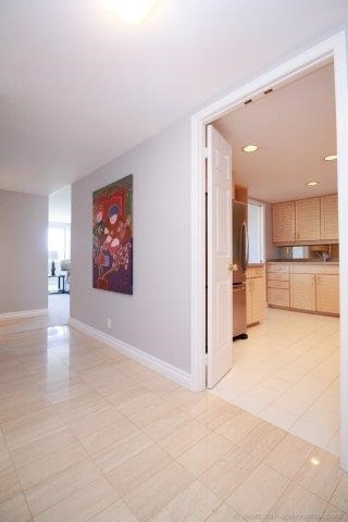 Condo With Common Elements at 100 Lakeshore Rd E, Unit 1004, Oakville, Ontario. Image 12