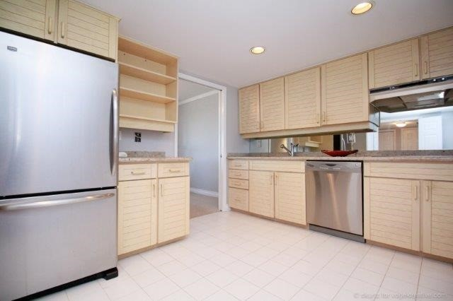 Condo With Common Elements at 100 Lakeshore Rd E, Unit 1004, Oakville, Ontario. Image 16