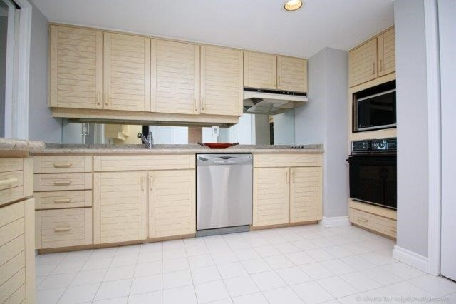 Condo With Common Elements at 100 Lakeshore Rd E, Unit 1004, Oakville, Ontario. Image 17