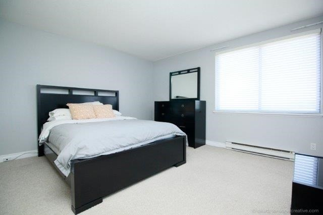 Condo With Common Elements at 100 Lakeshore Rd E, Unit 1004, Oakville, Ontario. Image 2