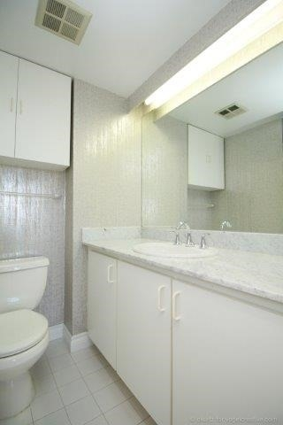 Condo With Common Elements at 100 Lakeshore Rd E, Unit 1004, Oakville, Ontario. Image 5