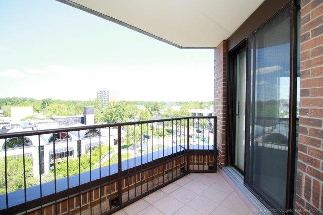Condo With Common Elements at 100 Lakeshore Rd E, Unit 1004, Oakville, Ontario. Image 6