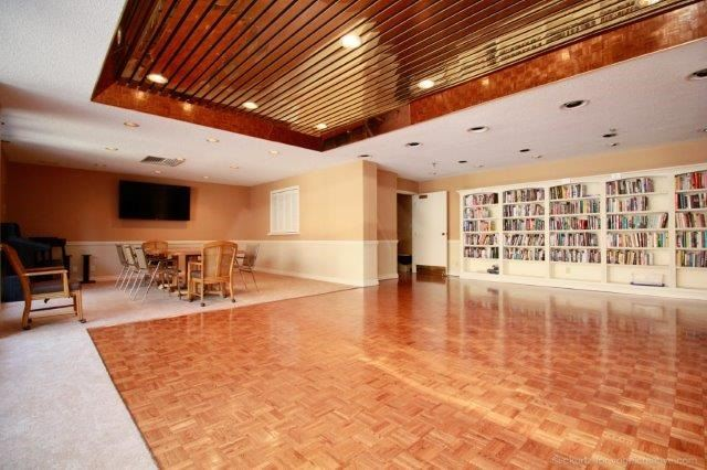 Condo With Common Elements at 100 Lakeshore Rd E, Unit 1004, Oakville, Ontario. Image 10