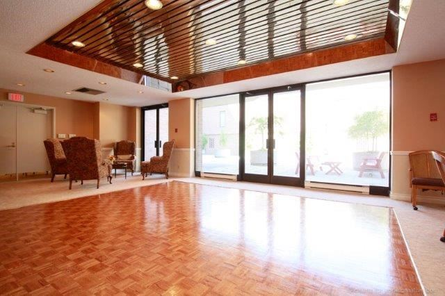 Condo With Common Elements at 100 Lakeshore Rd E, Unit 1004, Oakville, Ontario. Image 11