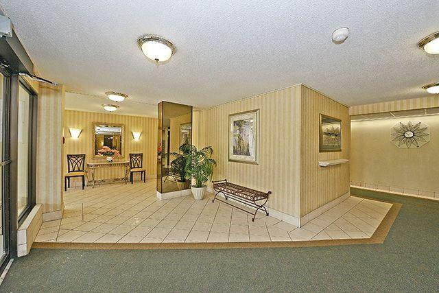 Condo Apartment at 18 Knightsbridge Rd, Unit 1703, Brampton, Ontario. Image 10