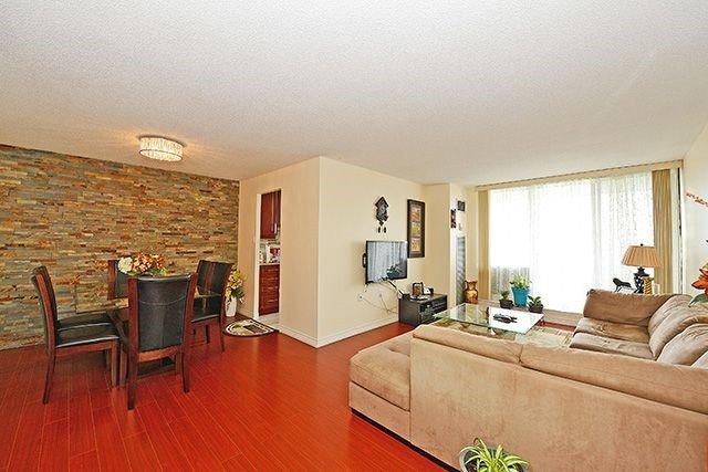 Condo Apartment at 18 Knightsbridge Rd, Unit 1703, Brampton, Ontario. Image 12