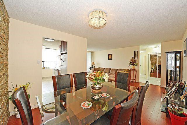 Condo Apartment at 18 Knightsbridge Rd, Unit 1703, Brampton, Ontario. Image 13