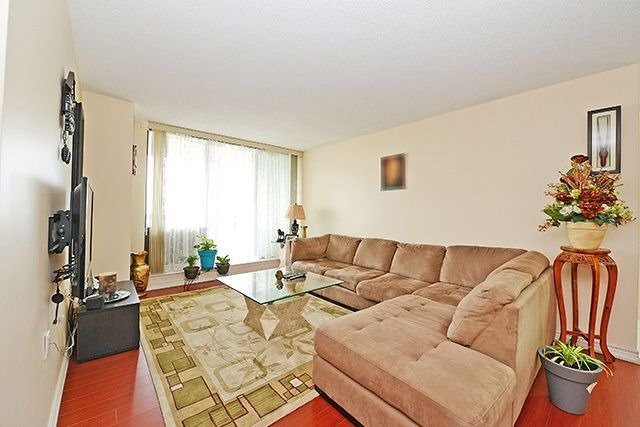 Condo Apartment at 18 Knightsbridge Rd, Unit 1703, Brampton, Ontario. Image 15