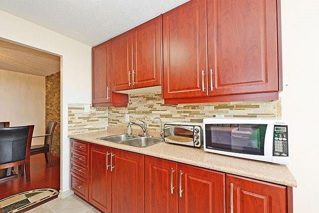 Condo Apartment at 18 Knightsbridge Rd, Unit 1703, Brampton, Ontario. Image 16