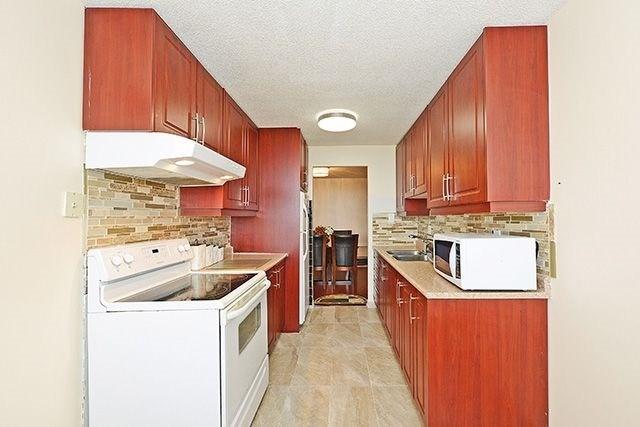 Condo Apartment at 18 Knightsbridge Rd, Unit 1703, Brampton, Ontario. Image 17