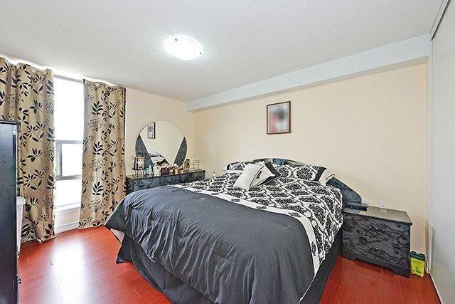 Condo Apartment at 18 Knightsbridge Rd, Unit 1703, Brampton, Ontario. Image 2