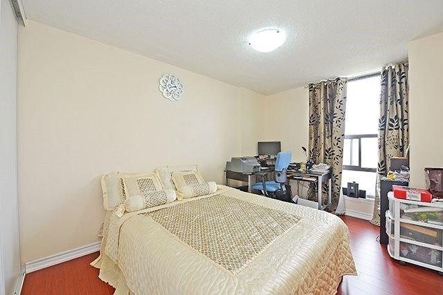 Condo Apartment at 18 Knightsbridge Rd, Unit 1703, Brampton, Ontario. Image 3