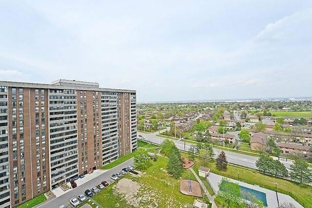 Condo Apartment at 18 Knightsbridge Rd, Unit 1703, Brampton, Ontario. Image 5