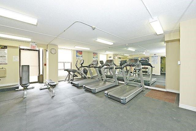 Condo Apartment at 18 Knightsbridge Rd, Unit 1703, Brampton, Ontario. Image 6