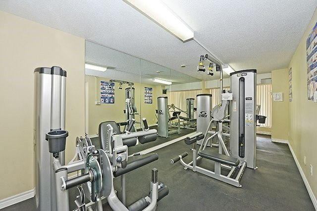 Condo Apartment at 18 Knightsbridge Rd, Unit 1703, Brampton, Ontario. Image 7