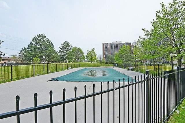 Condo Apartment at 18 Knightsbridge Rd, Unit 1703, Brampton, Ontario. Image 9