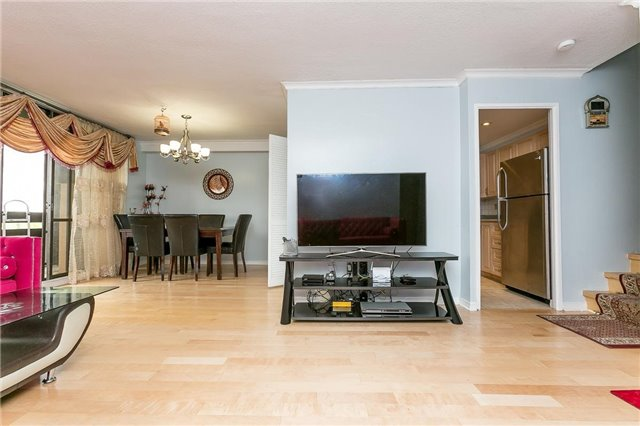 Condo Apartment at 11 Wincott Dr, Unit 810, Toronto, Ontario. Image 16