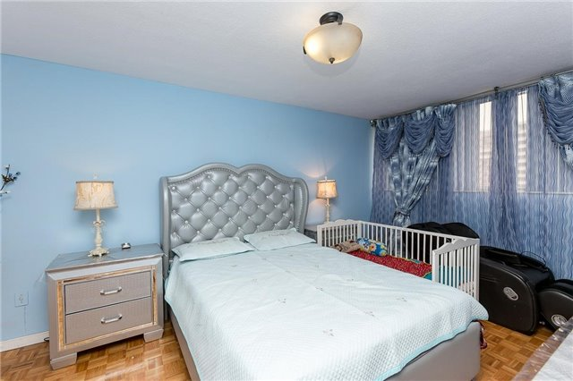 Condo Apartment at 11 Wincott Dr, Unit 810, Toronto, Ontario. Image 3