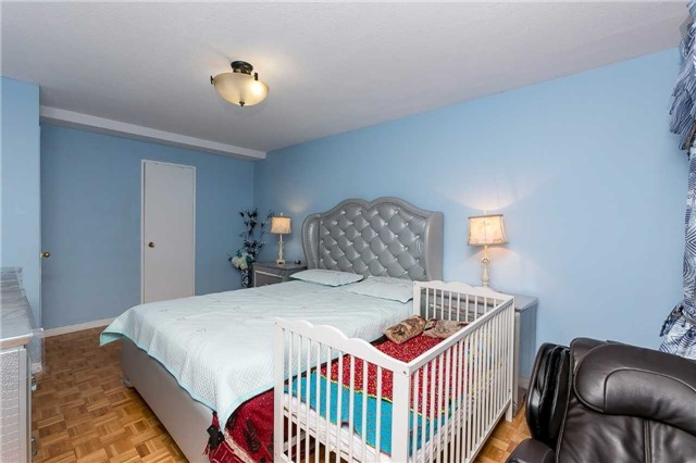 Condo Apartment at 11 Wincott Dr, Unit 810, Toronto, Ontario. Image 4