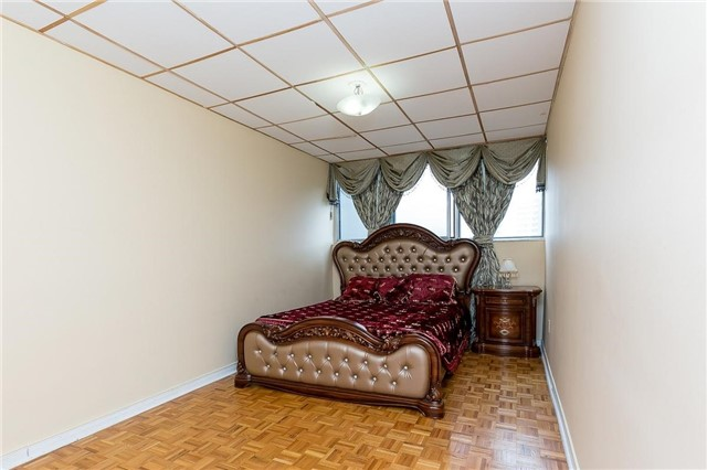 Condo Apartment at 11 Wincott Dr, Unit 810, Toronto, Ontario. Image 5