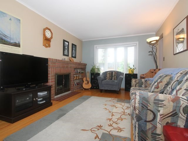 Detached at 2044 Insley Rd, Mississauga, Ontario. Image 9