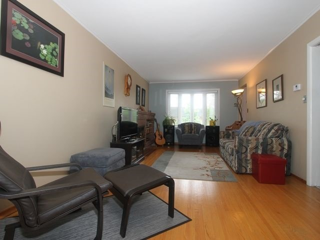 Detached at 2044 Insley Rd, Mississauga, Ontario. Image 10