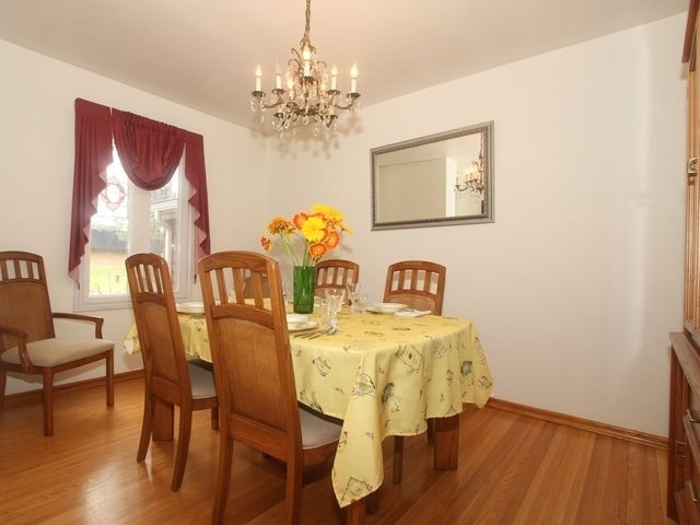 Detached at 2044 Insley Rd, Mississauga, Ontario. Image 11