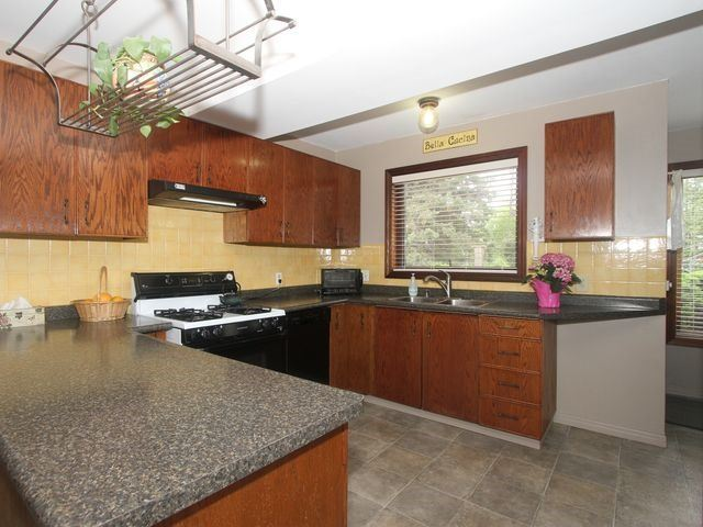 Detached at 2044 Insley Rd, Mississauga, Ontario. Image 12