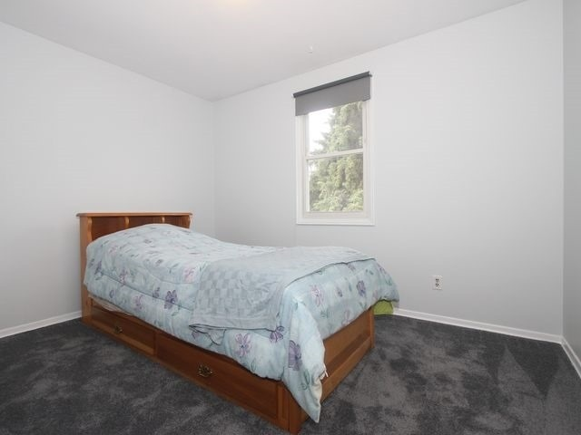 Detached at 2044 Insley Rd, Mississauga, Ontario. Image 3