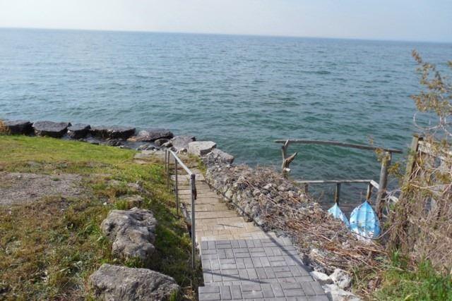 Detached at 139 Lake Promenade, Toronto, Ontario. Image 15