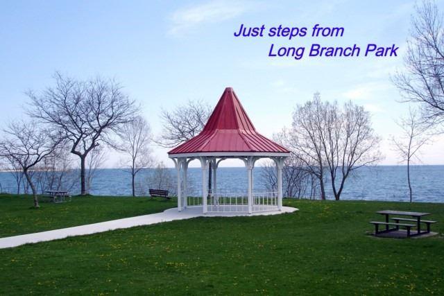 Detached at 139 Lake Promenade, Toronto, Ontario. Image 11
