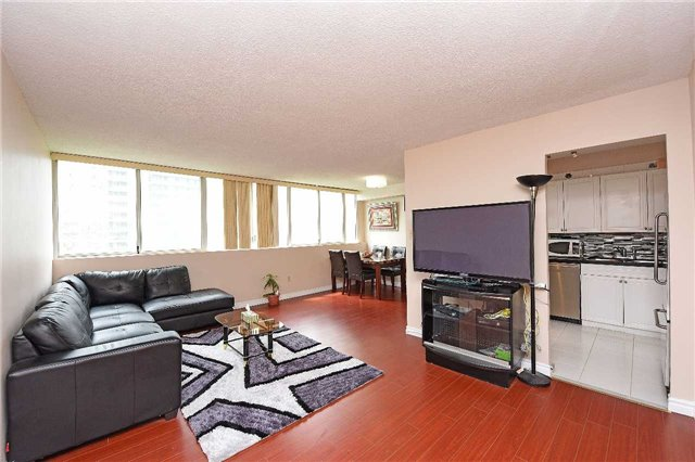 Condo Apartment at 3590 Kaneff Cres, Unit 605, Mississauga, Ontario. Image 6