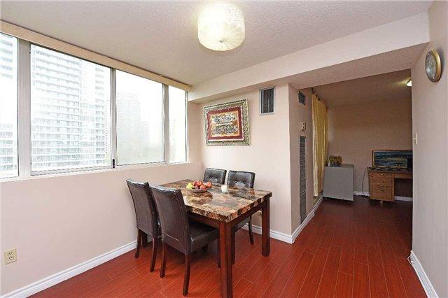 Condo Apartment at 3590 Kaneff Cres, Unit 605, Mississauga, Ontario. Image 7