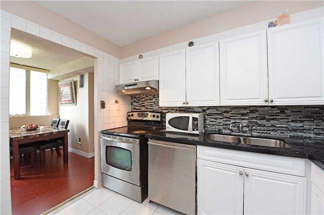 Condo Apartment at 3590 Kaneff Cres, Unit 605, Mississauga, Ontario. Image 8