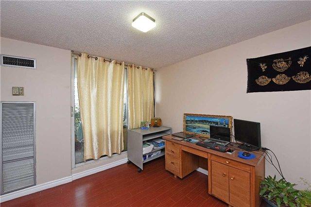 Condo Apartment at 3590 Kaneff Cres, Unit 605, Mississauga, Ontario. Image 9