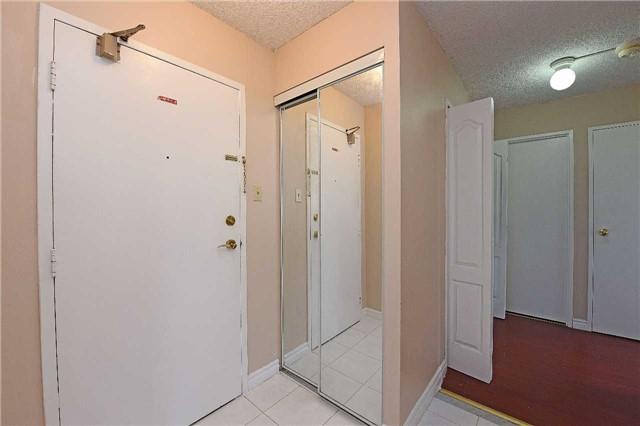 Condo Apartment at 3590 Kaneff Cres, Unit 605, Mississauga, Ontario. Image 12