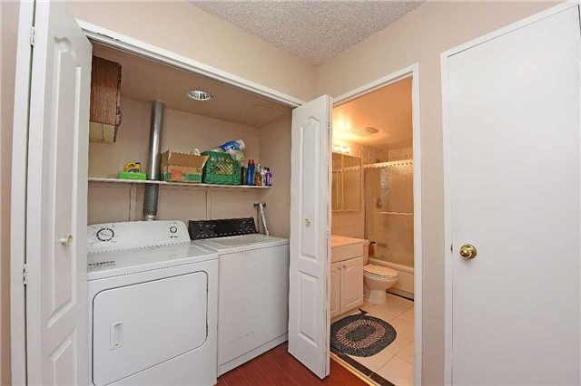 Condo Apartment at 3590 Kaneff Cres, Unit 605, Mississauga, Ontario. Image 2