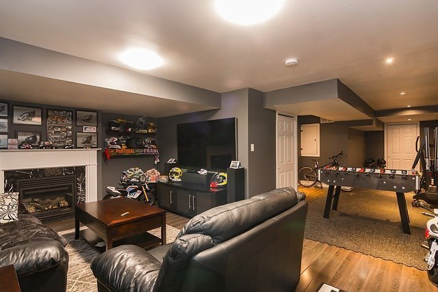 Townhouse at 6 Aspenview Ave, Caledon, Ontario. Image 9