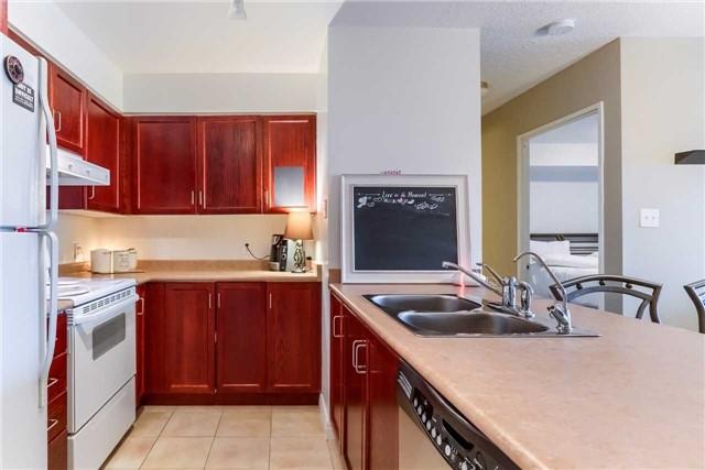 Condo Apartment at 156 Enfield Pl, Unit 2501, Mississauga, Ontario. Image 2
