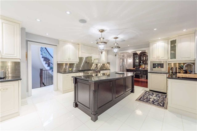 Detached at 853 Indian Rd, Mississauga, Ontario. Image 16
