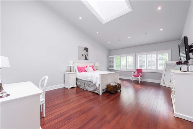 Detached at 853 Indian Rd, Mississauga, Ontario. Image 4