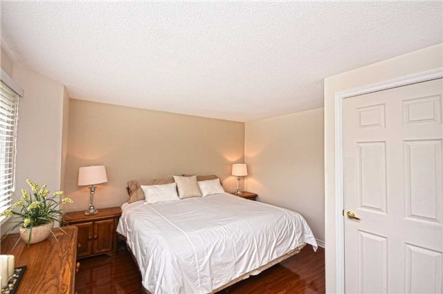 Condo Detached at 1857 Hyde Mill Cres, Mississauga, Ontario. Image 2