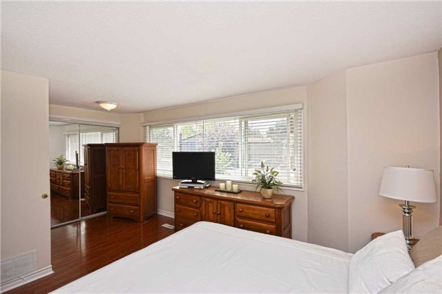 Condo Detached at 1857 Hyde Mill Cres, Mississauga, Ontario. Image 3