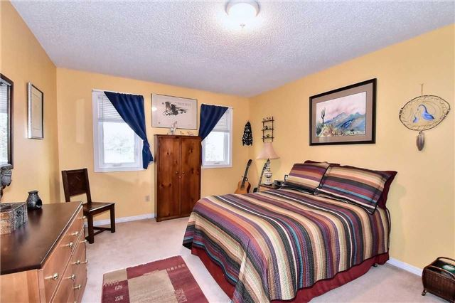 Detached at 45 St Michaels Cres, Caledon, Ontario. Image 13