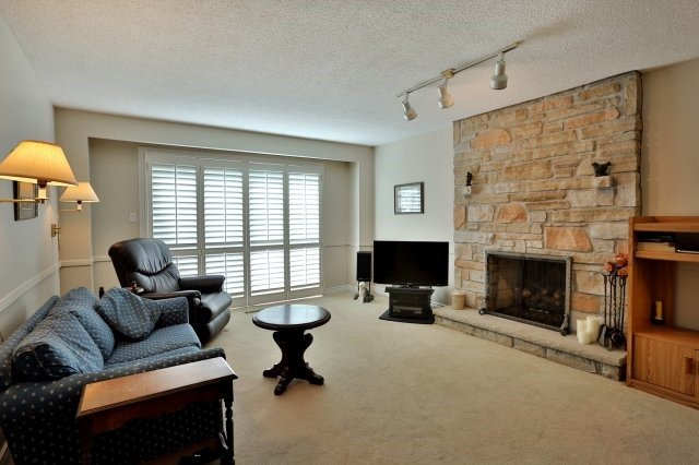 Detached at 226 Arichat Rd, Oakville, Ontario. Image 20