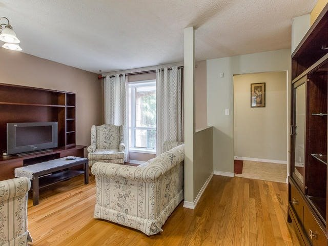 Detached at 4234 Sawmill Valley Dr, Mississauga, Ontario. Image 13