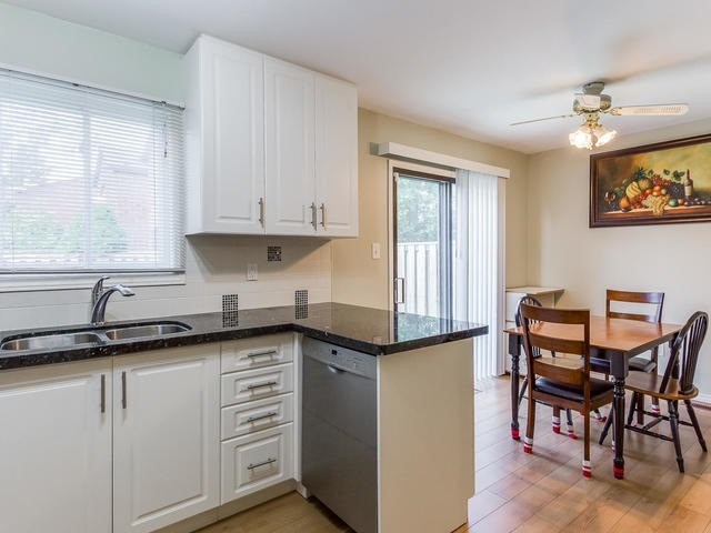 Detached at 4234 Sawmill Valley Dr, Mississauga, Ontario. Image 2