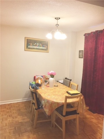 Condo Townhouse at 1180 Mississauga Valley Blvd, Unit 106, Mississauga, Ontario. Image 7